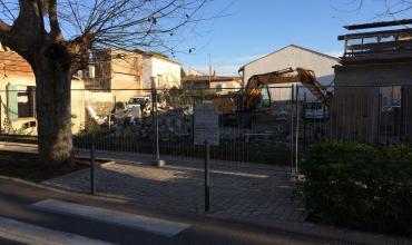 Démolition en milieu urbain d'un ancien bâtiment professionnel à Cogolin